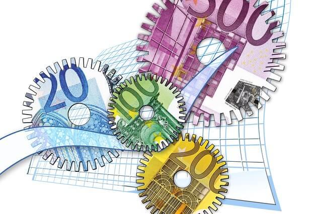 4 Zahnräder, die als Geldscheine dargestellt werden