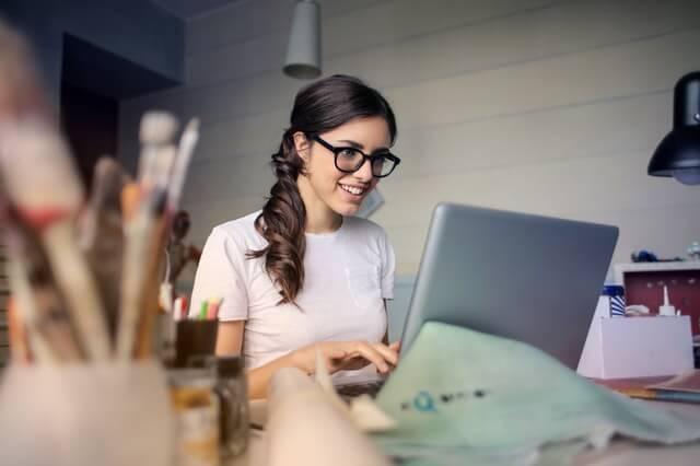 Online Kreditabschluss am Computer